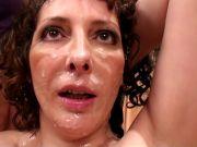 L'image de la vidéo : Orgie au restaurant