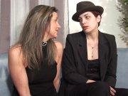 L'image de la vidéo : Des lesbiennes qui ...