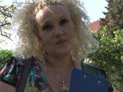 L'image de la vidéo : Soubrette blonde un ...