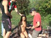 L'image de la vidéo : Un sacré gang bang ...