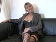 L'image de la vidéo : Bourgeoise blonde ...