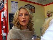 L'image de la vidéo : Filles se dilatent ...