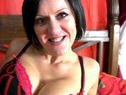 L'image de la vidéo : Julina, une brune ...