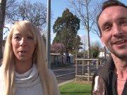 L'image de la vidéo : Une blonde très ...